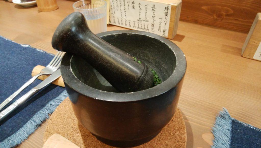 紅鶴 抹茶を作る