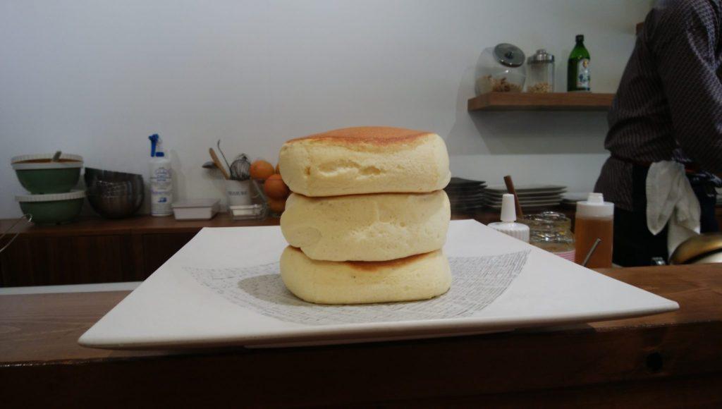 紅鶴 3段のパンケーキ