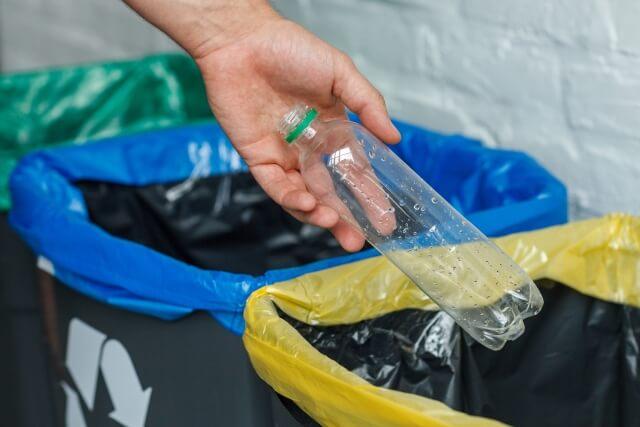 ペットボトルの廃棄を減らす